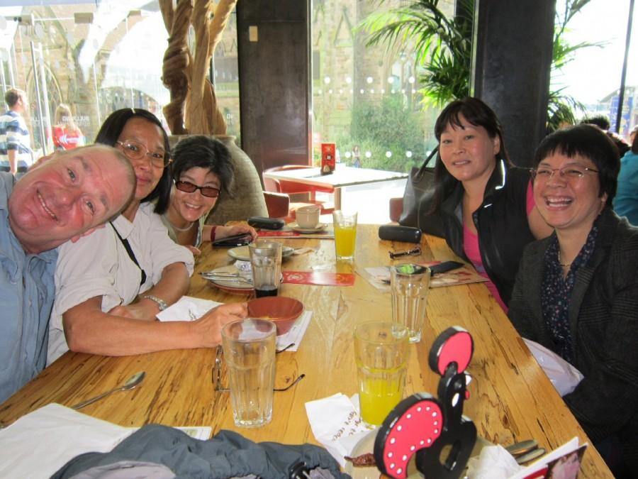 Pic5_SundayLunch_JanetBlog_ReunionSep2013